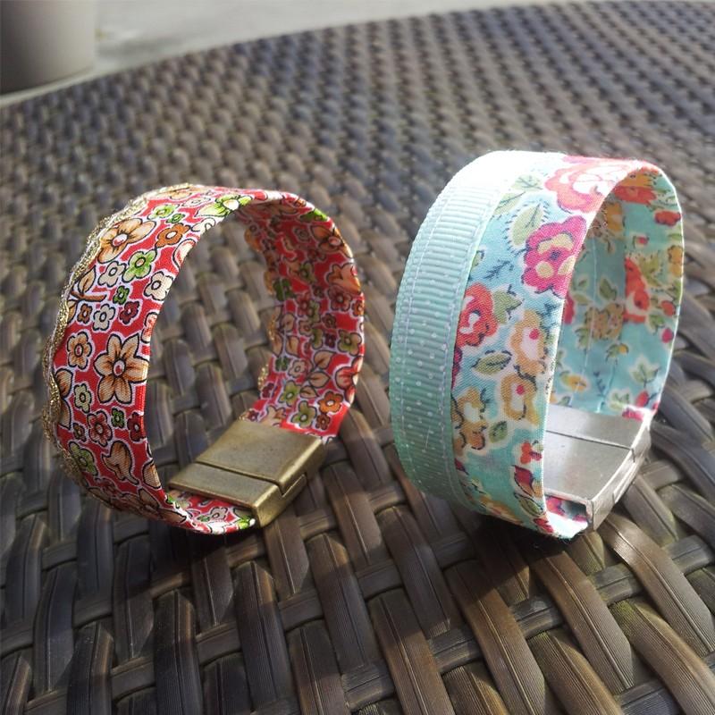 Bracelet fait main en tissu liberty bleu bracelet manchette t - Tissu pour bracelet liberty ...