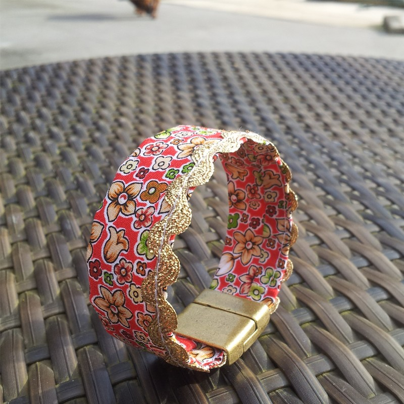 Bracelet fait main en tissu liberty rouge bracelet manchette t - Tissu pour bracelet liberty ...