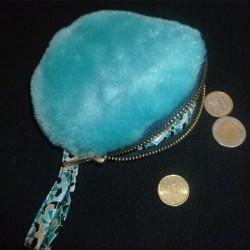 Porte-monnaie rond en fausse fourrure bleu pailleté