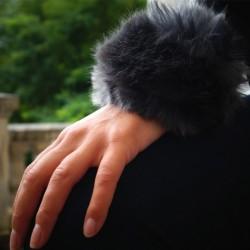Manchettes en fausse fourrure bleu grise