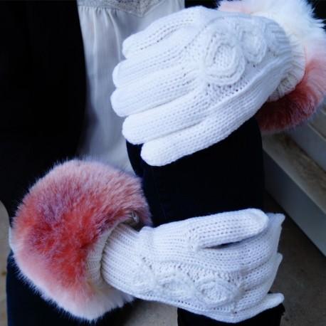 Gants blancs avec rebord en fausse fourrure rosée