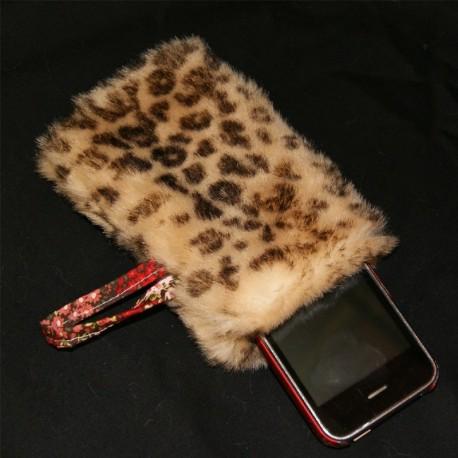 Etui smartphone en fausse fourrure léopard