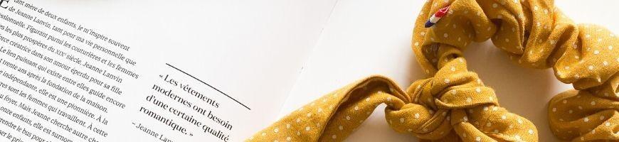 Le foulchie, cet accessoire mi-chouchou, mi-foulard ornemente chaque coiffure et chaque tenue à la perfection et convient pour toutes les occasions.