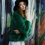 🌟Le soleil et le printemps arrivent mettez de la couleur dans votre vie avec cette jolie veste toute douce !!🌟  Photographe : @photography_leo_59  Modèle : @lisa.qln   #alinelille #alinefaussefourrure #faussefourrure #green #greencoat #fauxfur #notfur #veganfur #ethicalfashion #ethique #faitmainenfrance #fabricationfrancaise #madeinfrance #lillemaville #lille #local #photography #photooftheday #goodvibes #modeethique #modefrancaise #veste