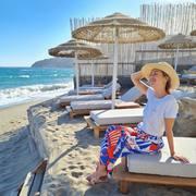 Petit souvenir d'Aline lors de son voyage en Grèce, portant son pantalon Candice aux couleurs de l'été 🌞 _  Souvenir of Aline during her trip in Greece, wearing our Candice trousers and its summer tones 🌞