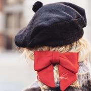 🌟 Le printemps arrive mais l'hiver n'est pas encore tout à fait fini...c'est la saison idéale pour porter une jolie barrette en laine ou un béret en laine et cachemire 🥰 belle soirée à vous tous !🌟  #barrette #barrettecheveux #beret #hat #photography #photooftheday #goodvibes #madeinfrance #faitmainenfrance #fabricationfrancaise #faitmain #lillemaville #lille #modealafrancaise #mode #modeethique #alinelille #alinefaussefourrure